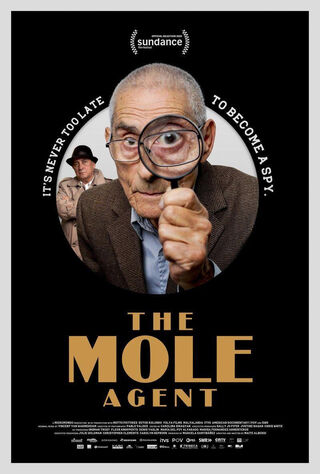 The Mole Agent (2020) Main Poster