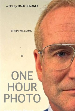 One Hour Photo (2002) Main Poster